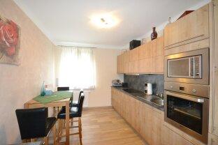 Großzügige Erdgeschoß Wohnung - moderne Küche und exklusives Bad