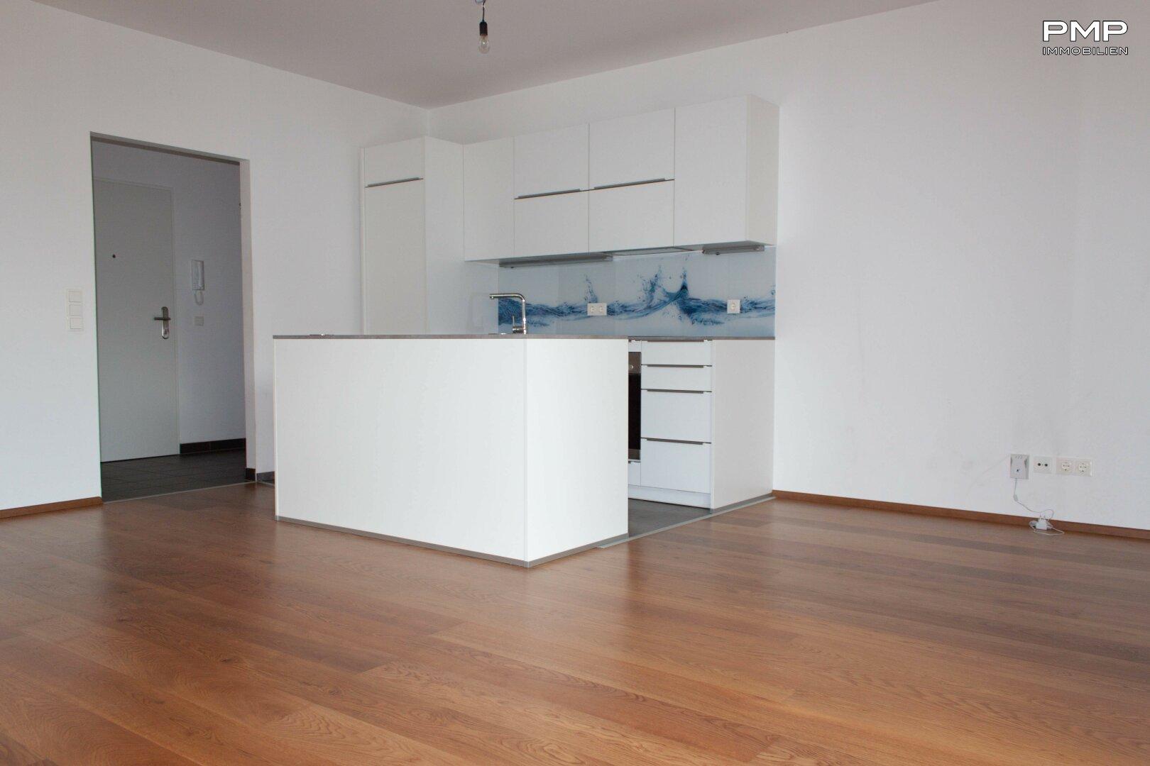 Einbauküche mit Kücheninsel