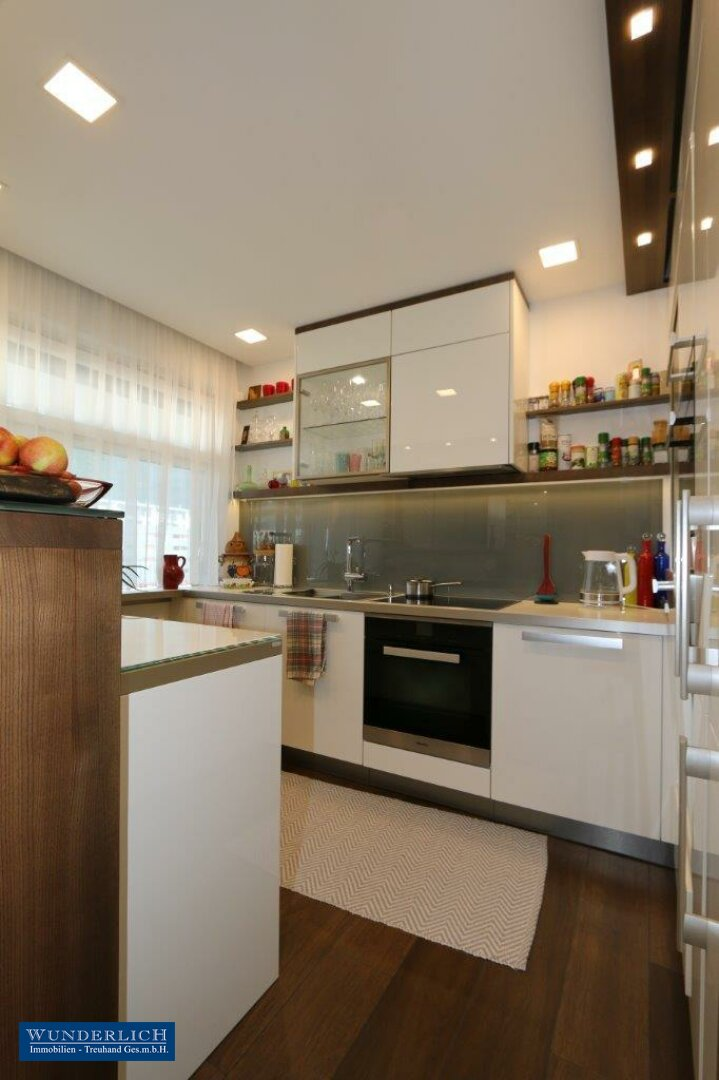 hochwertige Einbauküche mit allen Geräten