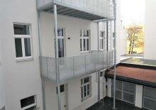 Erstbezug: 61m² Altbau + Balkon mit 3 Zimmern Nähe U3 Enkplatz!