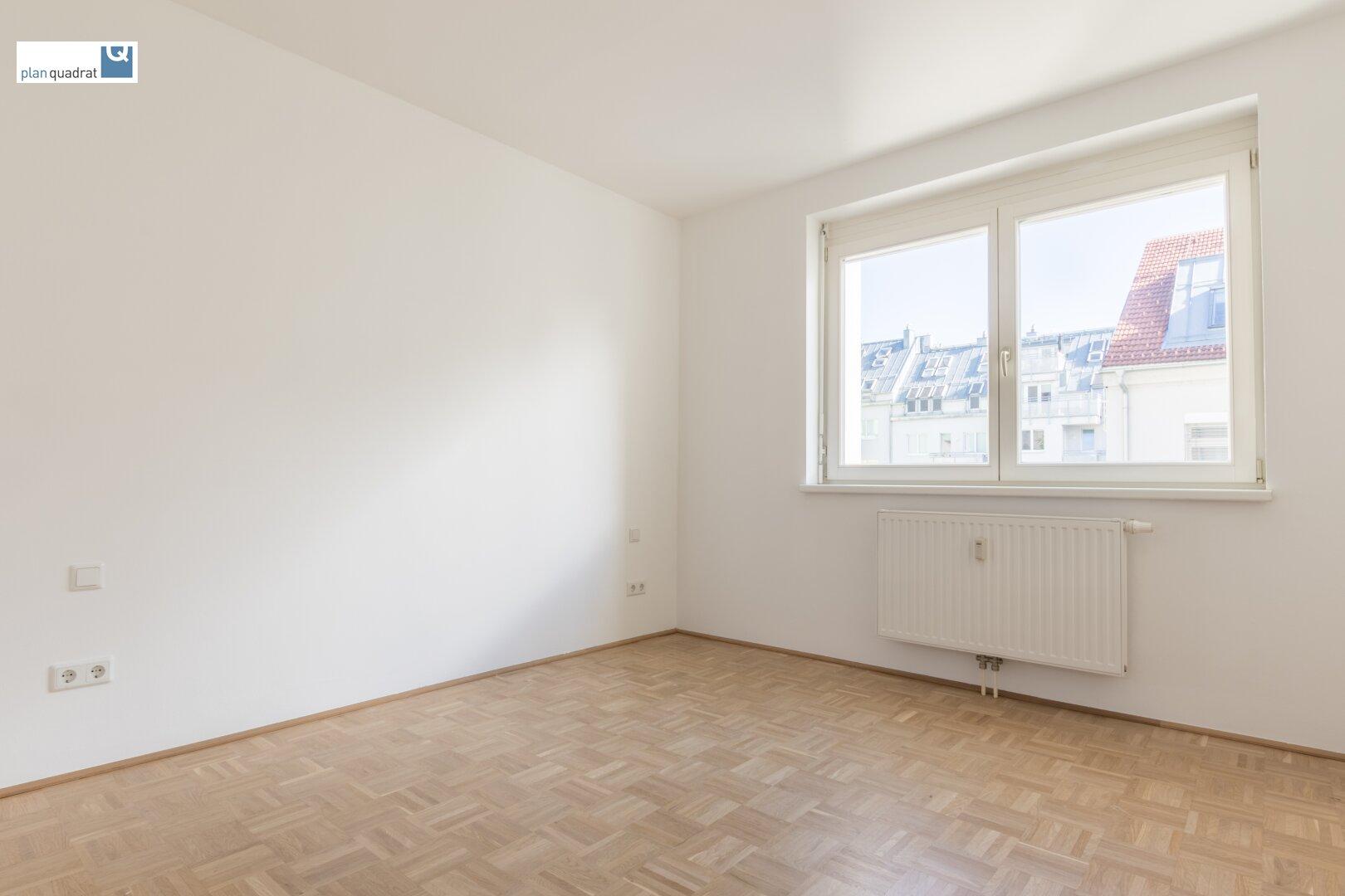 Schlafzimmer (ausgerichtet in den Innenhof)
