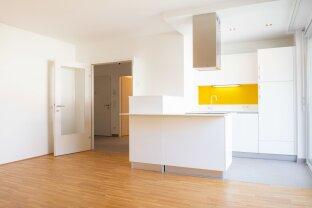 HOFSEITIG! 2-Zimmer-Wohnung mit Balkon! ab APRIL