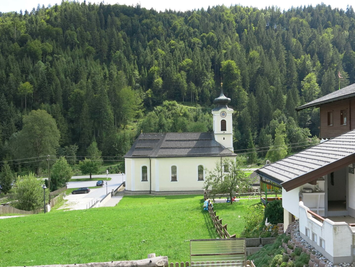 Haus Thiersee-Landl, Ausblick zur Kirche