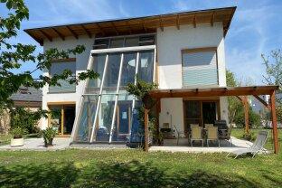 Lichtdurchflutete Architektenvilla - 162 m² Wohnfläche - 663 m² Garten - Wintergarten