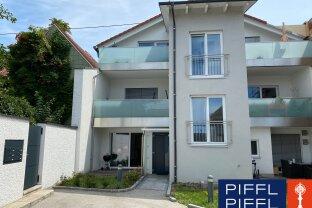 Coole, moderne Wohnung mit 2,94 m Raumhöhe und mit großem Balkon !