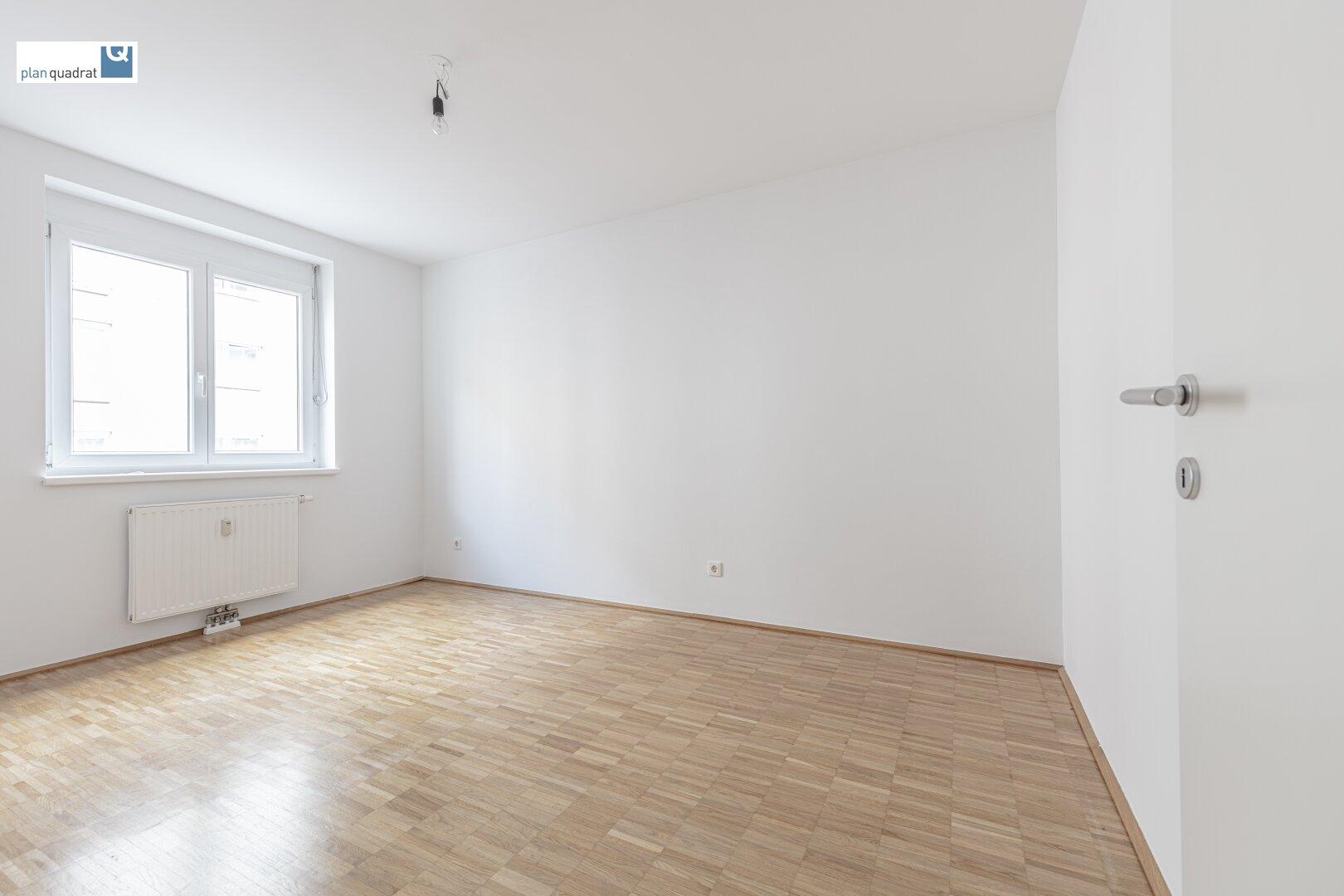 Schlafzimmer (ca. 12,70 m²)