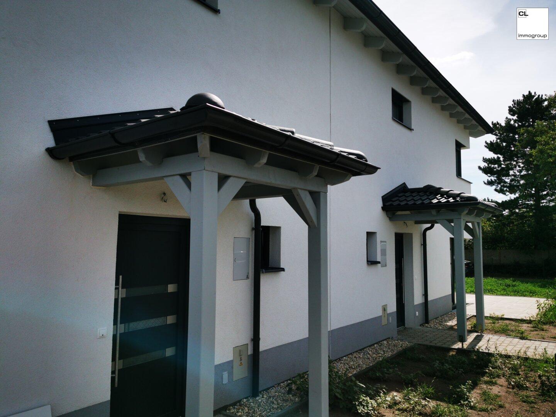 Eingangstür - Doppelhaushälfte