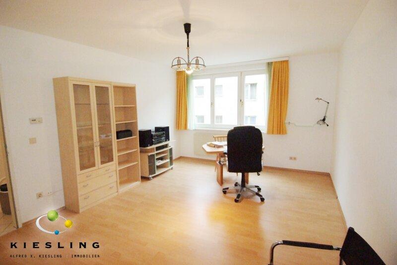Teilmöblierte 2-Zimmer-Wohnung mit vollausgestatteter Küche und Tiefgaragen-Stellplatz!