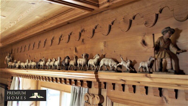 Breitenbach am Inn - Elegantes Landhaus - Südtiroler Stube mit Schnitz-Figuren Kunsthandwerk