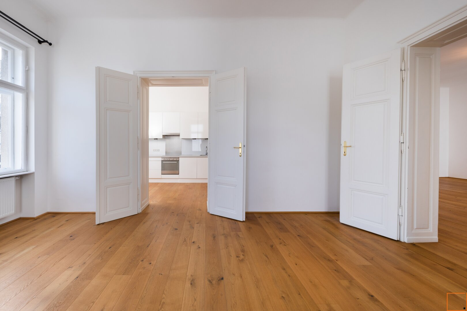 Esszimmer mit Blick in Küche und Wohnzimmer