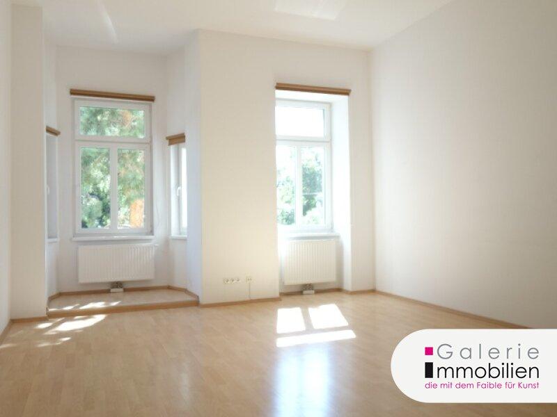 VIDEO: Helle 3-Zimmer-Altbauwohnung mit Balkon und südseitigem Erker und Grünblick! Objekt_30152