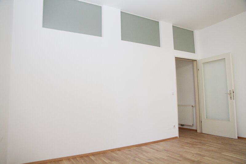 Klopstockgasse! BARRIEREFREI, HELL, RUHIG, SANIERT, Wohnzimmer mit 4 Fenstern, 2 Zimmer-Wohnung /  / 1170Wien / Bild 7