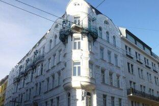 Nähe Naschmarkt/ Dachgeschosswohnung mit Terrasse !