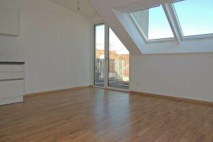 Moderne DG-Wohnung mit Balkon!