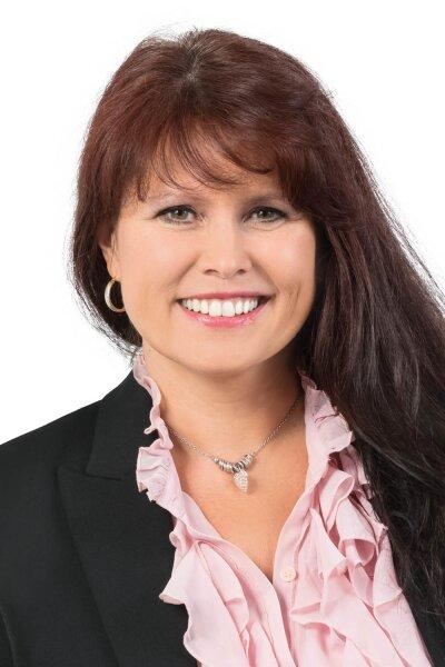 Frau Petra Wagner