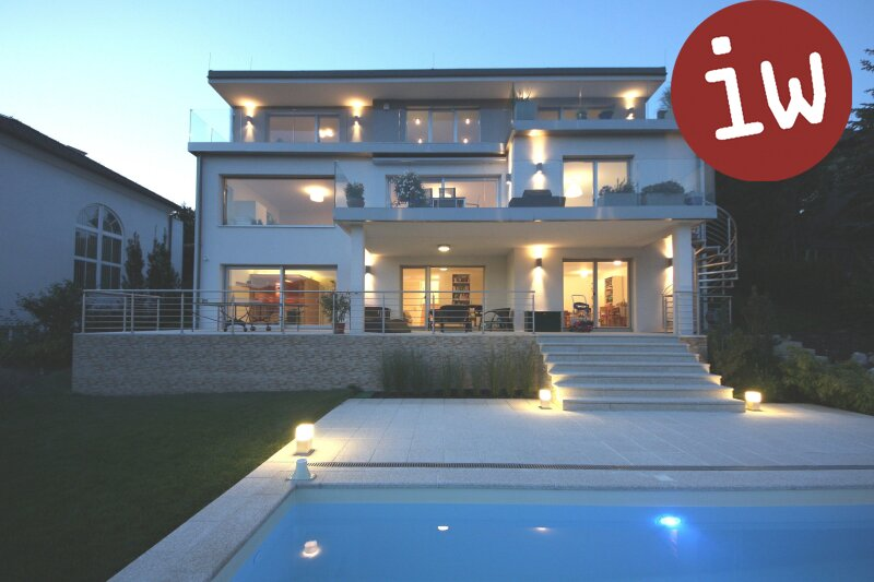 Villa der Premiumklasse in zentraler Lage, sensationeller Fernblick Objekt_507