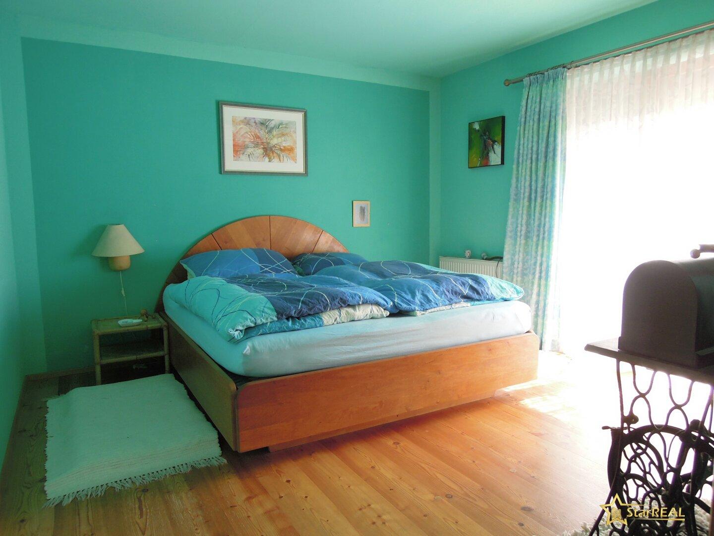 Zimmer mit Schrankraum