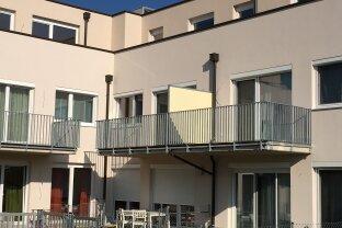Moderne und helle 2 Zimmer Balkonwohnung, neuwertige Einbauküche, inkl. 2 KFZ-Stellplätze