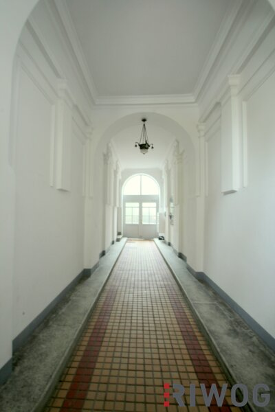++ 2 Zimmer bei WIEN MITTE ++ Wohnen mitten im Dritten ++ sanierungsbedürftige Altbauwohnung in absoluter Toplage /  / 1030Wien / Bild 1