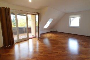 Schöne 3 Zimmer Wohnung inklusive Loggia und Parkplatz in zentraler Grünruhelage