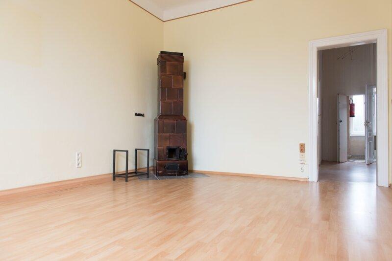BEZUGSFERTIGE ALTBAU  2-Zimmer Wohnung in Mödling -  ALTBAUVILLA mit KACHELOFEN