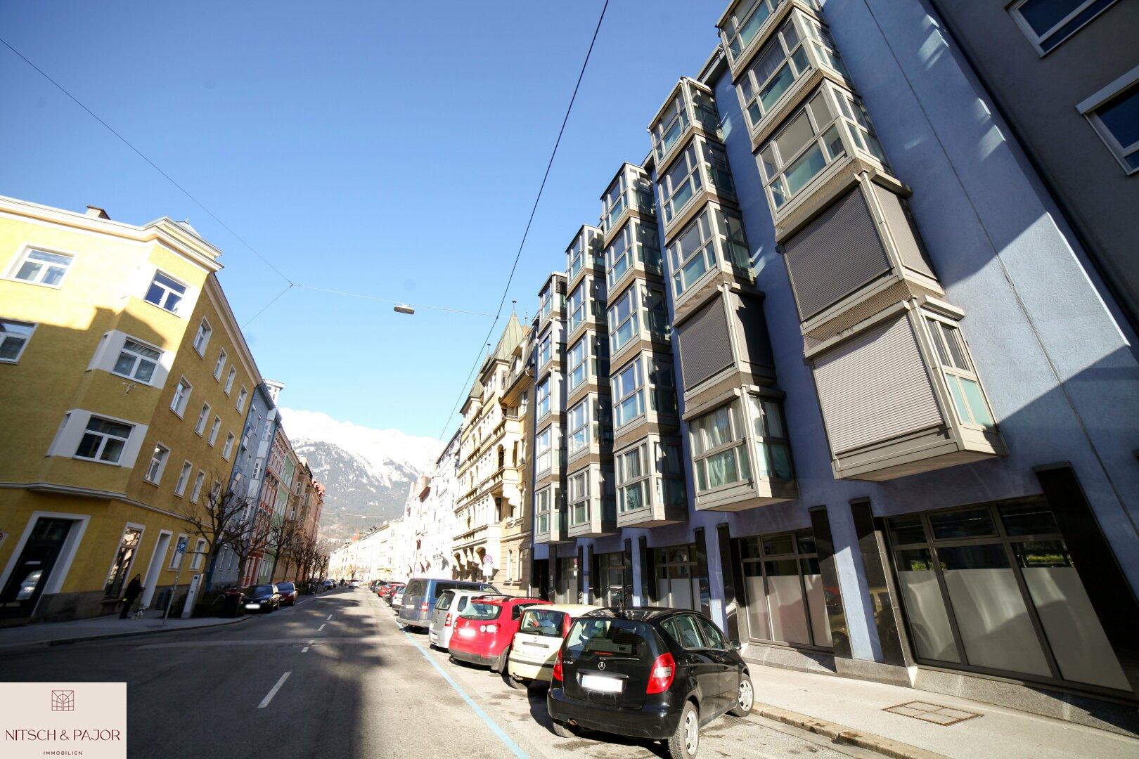 Blick auf das Dopo Lavoro Gebäude