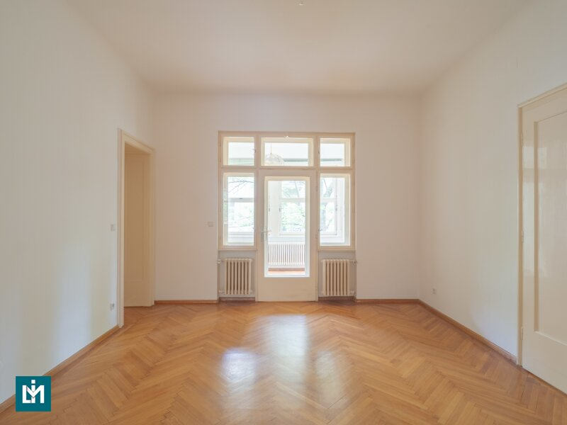 Nette 5 Zimmer Wohnung mit Wintergarten und Balkon