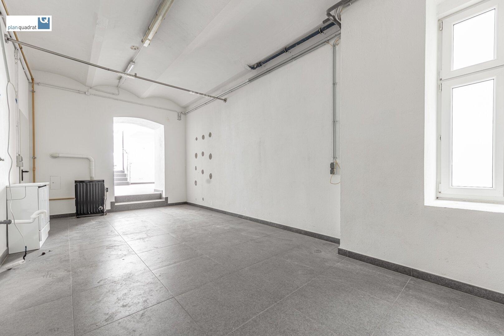 hinterer Verkaufs- / Geschäftsraum (ca. 22,98 m²)