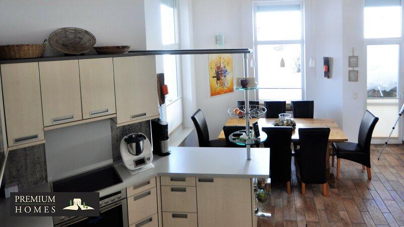 Kirchbichl Zweifamilienhaus_ hohe Qualität mit Modernem Design_Küche_Esstisch