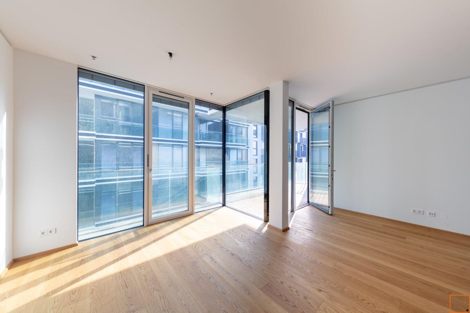 Master-Schlafzimmer mit Ausgang zur Terrasse