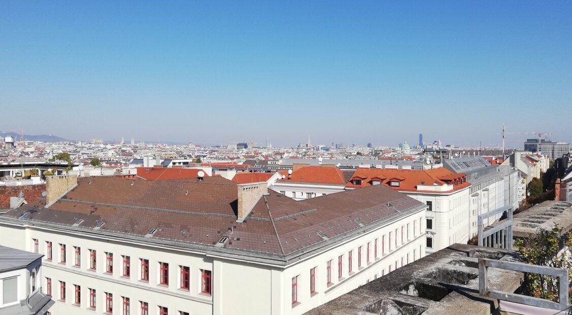 1050! Sonnige, sehr schöne und kernsanierte DG-Maisonette mit Terrasse und Traumblick über Wien