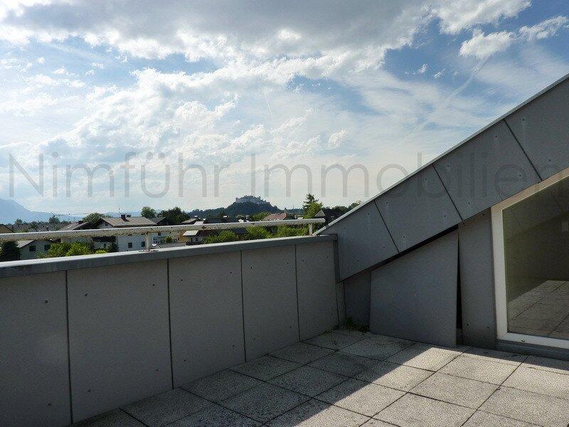 Lichtdurchflutete 3-Zimmer-Dachgeschoß-Wohnung mit Festungsblick in Aigen