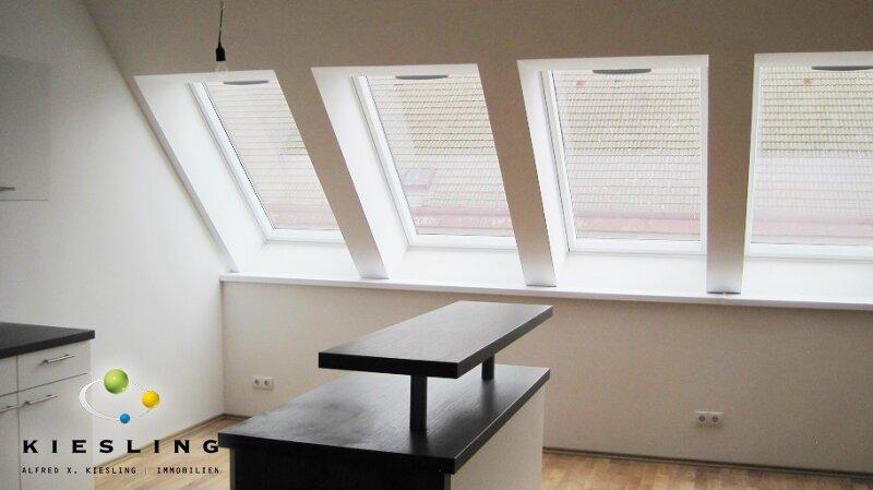 Provisionsfreie Dachgeschoss-Wohnung mit Dachterrasse in guter Lage