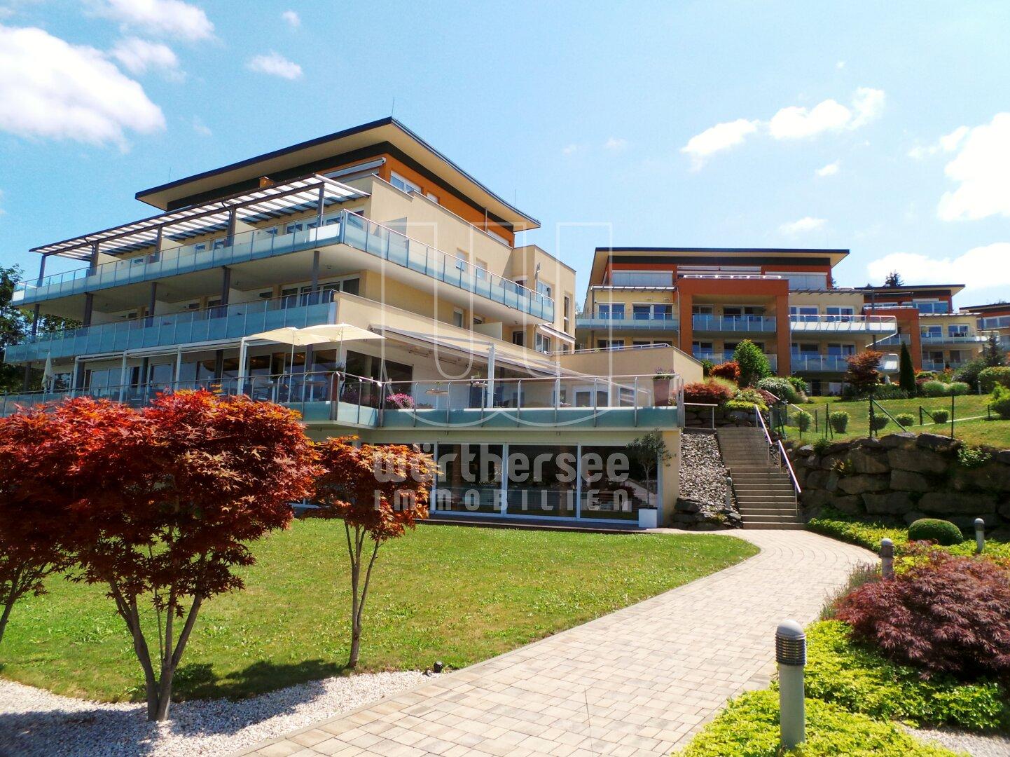 Blick auf Hotel und die Residenzen