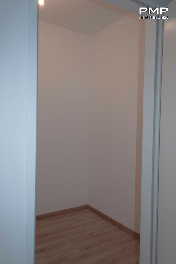 Vorzimmer mit Abstellraum