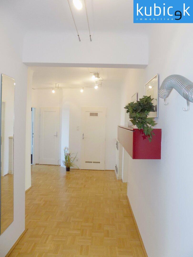 Vorzimmer zentral begehbar