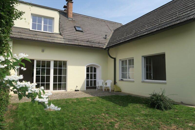 Doppelhaushälfte im französischen Lanshausstil mit sonnigen Garten!