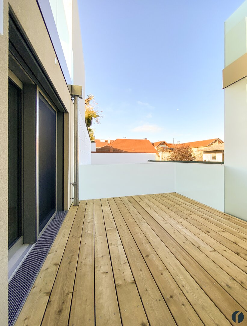 Terrasse mit Blick zum Gemeinschaftsgarten