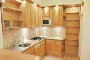 Helle und gut gelegene 2-Zimmer Wohnung   3. Liftstock   div. Einbaumöbel vorhanden