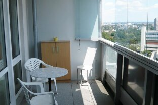 Möblierte 2 Zimmer mit verglaster Loggia und östlichem Weitblick !