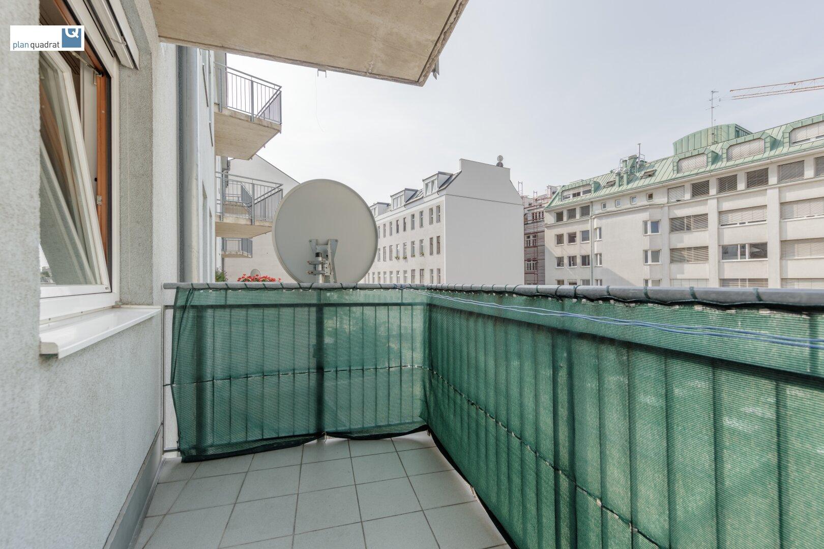 Balkon (ca. 4,80 m²) - in den Innenhof ausgerichtet