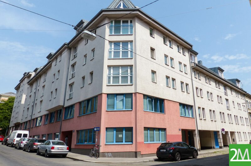 3-Zimmer-Dachgeschoßwohnung nahe Henriettenplatz