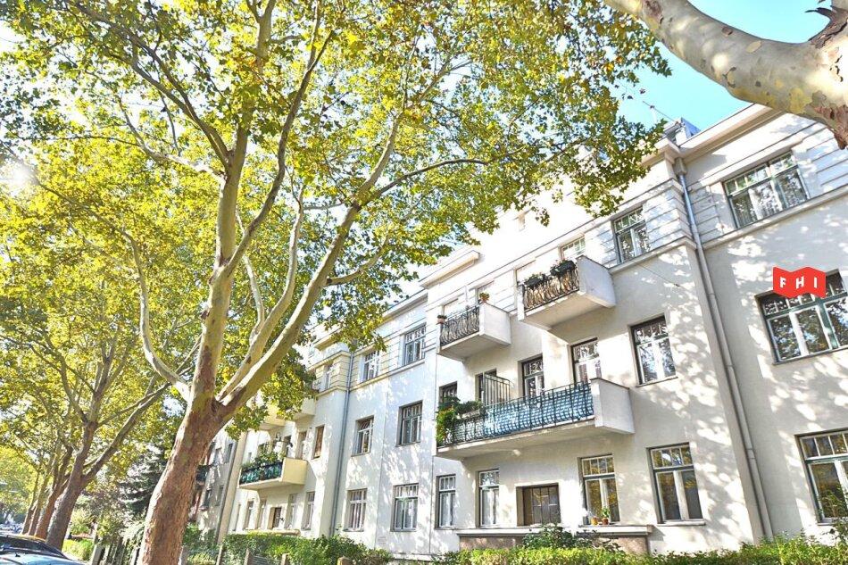 Südseitige 153m² Altbaumiete mit Büro bzw. Studiobereich - gartenseitiger Loggia - U4 Ober St. Veit