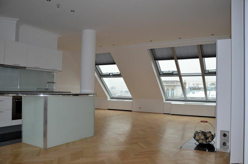 Repräsentative helle Dachgeschosswohnung mit großer Terrasse
