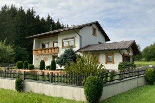Familienhaus mit zwei abgeschlossenen Wohnungen direkt am Kobernauserwald