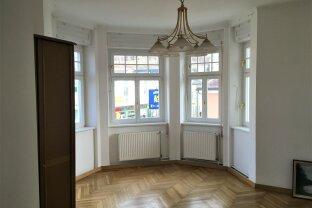 Wohnung in alter Jugendstilvilla - leicht saniert
