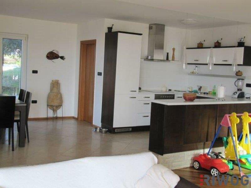 +++ Ferienhaus mit drei Wohnungen und schönem Meerblick  +++ /  / 53287Rab / Bild 2