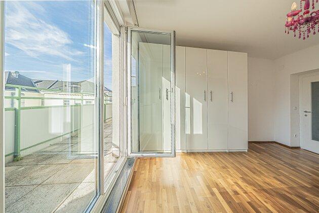 Foto von NEU! 5. Liftstock !! 3 Zimmer Dachgeschoss-Wohnung mit BALKON in 1160 Wien !! ca. 70 m2 + 11 m2 Balkon (Westseite) !!