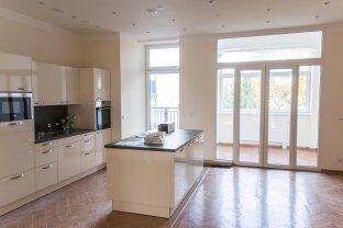 Erstbezug! 130 m2 große Altbauwohnung mit Balkon!