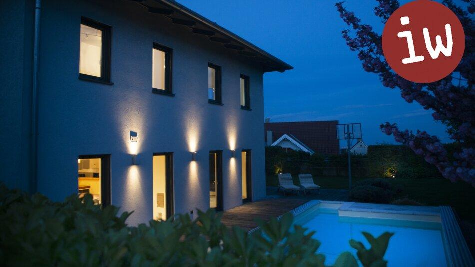Moderne Architektenvilla mit Fernsicht, großartigem Garten und Pool am begehrten Ölberg